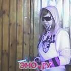 эмо девочка срывает одежду